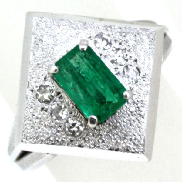 プラチナ900製エメラルド ダイヤモンド指輪