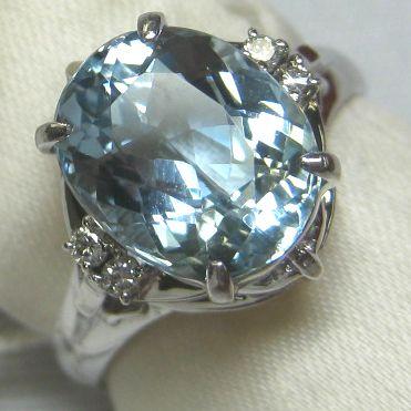 プラチナ900製アクアマリン ダイヤモンド指輪